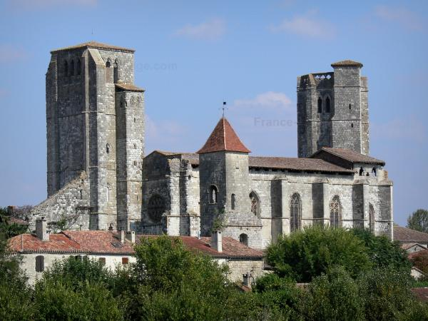 La Romieu collegiate church - Saint-Pierre collegiate church and houses of the village