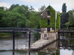 Romorantin-Lanthenay - The Sologne museum, bridges, the River Sauldre, and trees, in Sologne