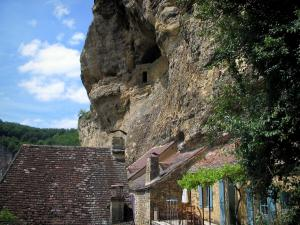 La Roque-Gageac - Houses of the village and cliff, in the Dordogne valley, in Périgord