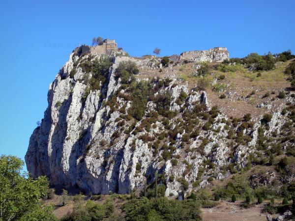 Roquefixade castle - Tourism, holidays & weekends guide in the Ariège