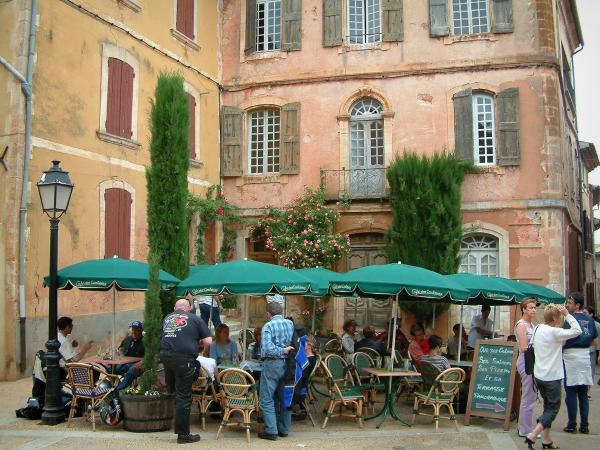 Roussillon - Tourism, holidays & weekends guide in the Vaucluse