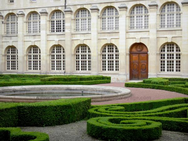 The Royal Abbey of Val-de-Grâce - Tourism, holidays & weekends guide in Paris
