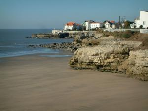 Royan - Sandy beach, corniche Pontaillac with its houses (villas) and sea (confluence of the Gironde estuary and the Atlantic Ocean)