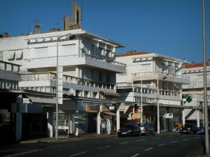 Royan - Buildings and shops