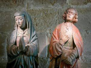 Royaumont abbey - Statue of the Virgin of Sorrows and St. John's calvary