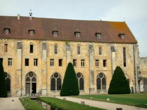 Royaumont abbey - Building of the monks (bâtiment des pères), trees, canal and lawns