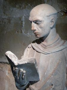 Royaumont abbey - Statue of the deacon