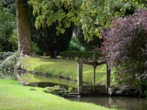 Royaumont abbey - Canal and park; in the town of Asnières-sur-Oise; in the Oise-Pays de France Regional Nature Park