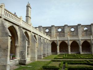 Royaumont abbey - Gothic cloister and its French-style formal garden