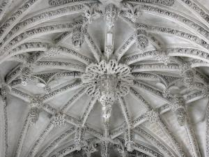 Rue - Inside of the Saint-Esprit chapel of Flamboyant Gothic style: carved hanging keystone