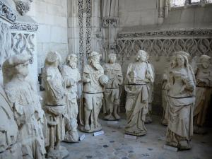 Rue - Inside of the Saint-Esprit chapel of Flamboyant Gothic style: statues
