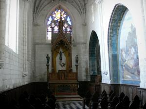 Rue - Inside of the Saint-Esprit chapel of Flamboyant Gothic style: chapel and its altarpiece