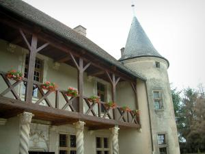 Rumilly-lès-Vaudes - Tourelles manor house with its columns and its wooden gallery