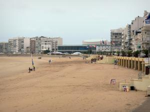 Les Sables-d'Olonne - Sandy beach and buildings of the seaside resort
