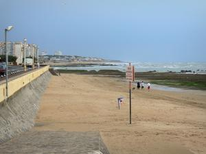 Les Sables-d'Olonne - Sandy beach, cliffs, walk, buildings and houses of the seaside resort