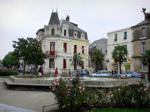 Les Sables-d'Olonne - Square featuring a fountain and with rosebushes (roses), houses of the town centre