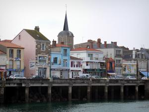 Les Sables-d'Olonne - Bell tower and houses of the Chaume district