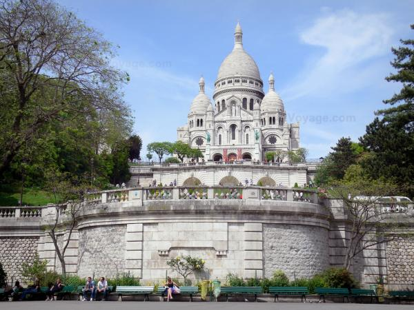 Sacré-Cœur basilica - View of the basilica perched atop the Montmartre hill