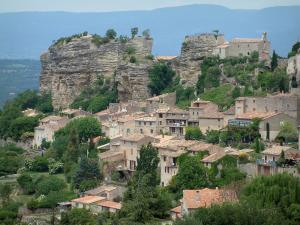 Saignon - Houses in the hilltop village