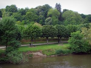 Saint-Aignan-sur-Cher - The River Cher, banks with picnic tables, walkway and trees (Cher valley)