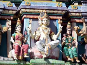 Saint-André - Polychrome statues of the Tamil temple of Petit Bazar