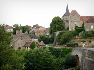 Saint-Benoît-du-Sault - Bridge, facades of the former priory, bell tower of the Saint-Benoît church, houses of the village and trees