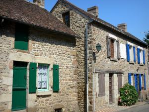 Saint-Céneri-le-Gérei - Stone houses in the village