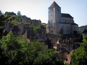 Saint-Cirq-Lapopie - Church, houses of the village, trees, ruins (remains) of the castle and the Lapopie rock, in the Lot valley, in the Quercy