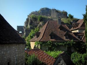 Saint-Cirq-Lapopie - Roofs of the houses of the village with view of the ruins (remains) of the castle and the Lapopie rock, in the Lot valley, in the Quercy