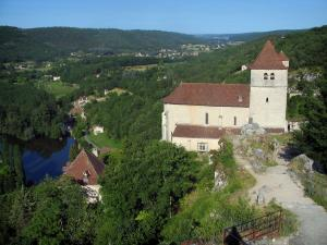Saint-Cirq-Lapopie - From the Lapopie rock, view of the church of the village and the Lot valley, in the Quercy