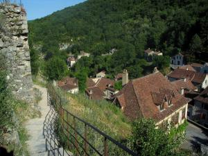 Saint-Cirq-Lapopie - Stair of the Lapopie rock with view of the roofs of the village, in the Lot valley, in the Quercy