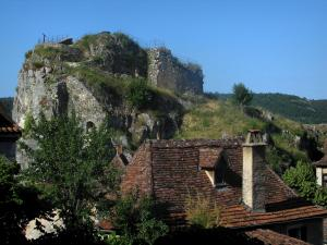 Saint-Cirq-Lapopie - Lapopie rock and roofs of the village, in the Lot valley, in the Quercy