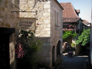 Saint-Cirq-Lapopie - Narrow street and houses of the village, in the Lot valley, in the Quercy