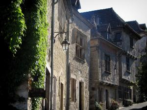 Saint-Cirq-Lapopie - Facades of houses in the village, in the Lot valley, in the Quercy