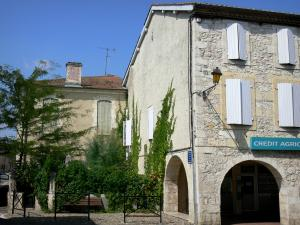 Saint-Clar - Facades of houses in the bastide fortified town