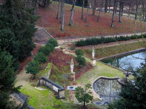 Saint-Cloud park - Water ponds, statues, shrubs and trees