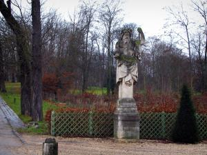 Saint-Cloud park - Statue, shrubs and trees
