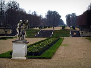Saint-Cloud park - Statue, flowerbed, paths, stairs, cut shrubs and trees