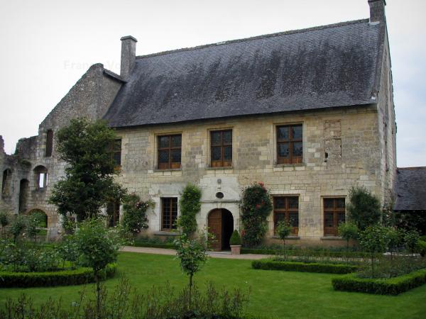 Saint-Cosme priory - House of the priory (Ronsard residence) and garden featuring rosebushes (pink roses)
