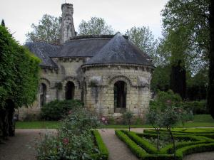 Saint-Cosme priory - Remains of the church, flowerbeds, rosebushes (pink roses) and trees of the garden