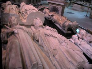Saint-Denis basilica - Inside of the royal basilica (royal cemetery): funeral sculptures (recumbent effigies)