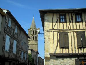 Saint-Félix-Lauragais - Timber-framed houses and bell tower of the collegiate church, in the Cocagne land