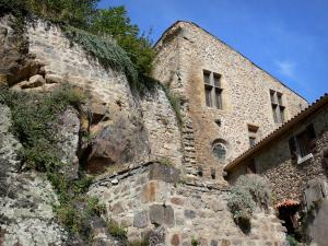 Saint-Floret - Facade of the castle with its mullioned windows and rock