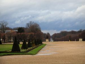 Saint-Germain-en-Laye - Park of the castle with a turbulent sky