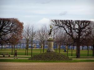 Saint-Germain-en-Laye - Statue, lawns, cut trees and paths in the park of the castle
