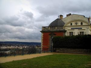Saint-Germain-en-Laye - Henri-IV pavilion, balustrade of the Terrace of the park and turbulent sky