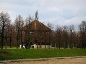 Saint-Germain-en-Laye - Bandstand and trees of the park of the castle
