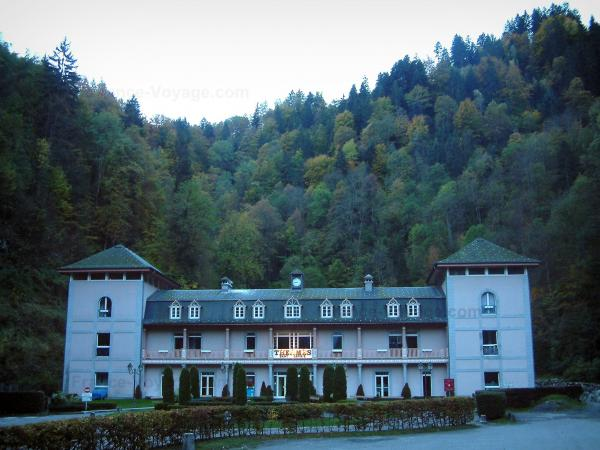 Saint-Gervais-les-Bains - Spa establishment (Thermes) and forest (Le Fayet)