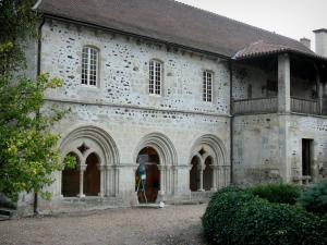 Saint-Gilbert abbey - Facade of the chapter house of the Saint-Gilbert Neuffonts abbey; in the town of Saint-Didier-la-Forêt