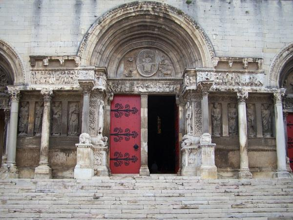 Saint-Gilles - Saint-Gilles abbey church: Romanesque carved facade (sculptures), portal